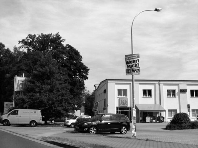 """Guben, NPD-Plakat: Wie es ist, wenn die NPD sich """"wehrt"""", war zuletzt in Eisenhüttenstadt zu erleben."""